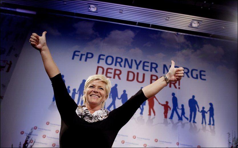FORNØYD: Partileder Siv Jensen lar seg ikke bekymre av at delegatene på landsmøtet i Frp er de rikeste blant alle partiene. Her avslutter hun talen for landsmøtet. Foto: Scanpix