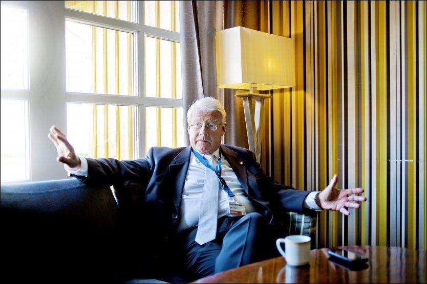 SKUFFET: Carl I. Hagen er skuffet over Trond Birkedal, og mener at det han har gjort er fullstendig uakseptabelt. Foto: KRISTER SØRBØ/VG