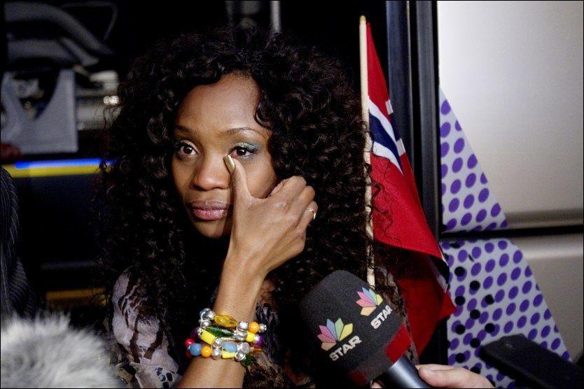 SLÅTT UT: Tårene rant da en skuffet Stella Mwangi møtte pressen etter semifinalen mandag. Foto: Scanpix