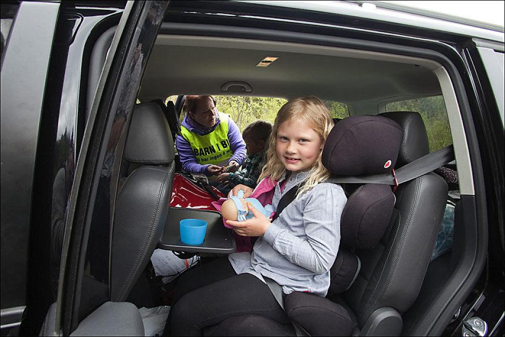 Barn i forsetet på varebil – Lys for kjøkkenet