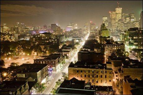 I MØRKET: Også om natten blir bildene fantastiske og går verden rundt på internett. Foto: TOM RYABOI/WENN