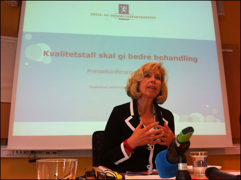 PRESENTERTE KREFTTALL: Helseminister Anne- Grete Strøm-Erichsen (Ap) under pressekonferansen på Haukeland sykehus i Bergen fredag. Foto: Hallgeir Vågenes/VG