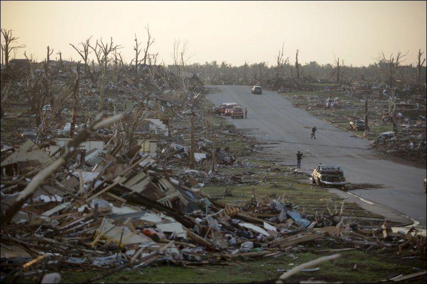 JEVNET MED JORDEN: Bildet, tatt 23.mai, viser et helt nabolag i Joplin som ble rammet av tornadoen søndag. Foto: Ap