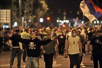 Mladics støttespillere kastet stein mot serbisk politi