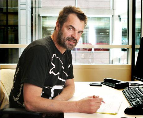 - EN SKANDALE: Pasientombud Knut Fredrik Thorne hevder de høye tallene blir møtt med skuldertrekk. Foto: Nils Bjåland