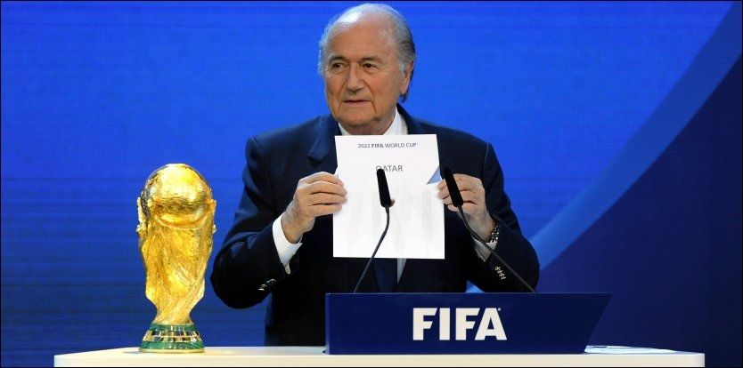 IKKE GULL LIKEVEL? Sepp Blatter viste frem hvilket land som får avholde VM 2022 2. desember i fjor. Foto: Walter Bieri / Ap / Scanpix