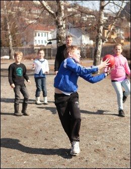 MATTEBALL: Her øver elevene på matte, i Fysaktimen. Foto: WANTANA THIERNEY