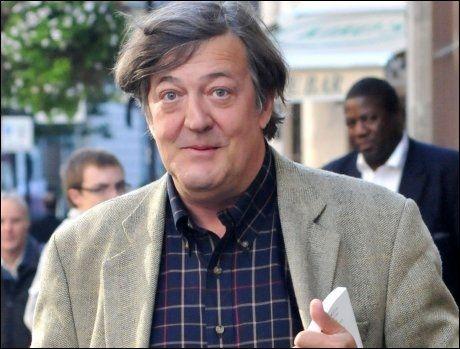 ÅPENHJERTIG: Skuespillerveteranen Stephen Fry (53) strever. Foto: WENN