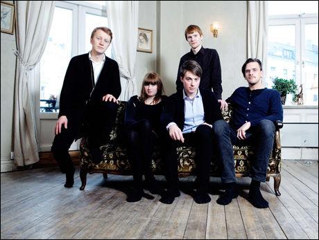 BANDET: Fra venstre Ivar Bowitz (vokalist), Catharina Sletner, Stian Hansen, Martin Bowitz (bak) og Torbjørn Hafnor. Foto: Eli Ohren