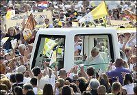 Paven prekte samlivsmoral til 400.000 kroater
