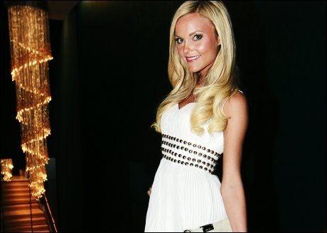 LA UT BILDER: Caroline Berg Eriksen er en populær blogger. Her er hun på Vixen Blog Awards tidligere i år. Foto: Scanpix.
