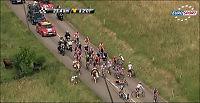 Her krasjer sykkelstjernene - med en ku!