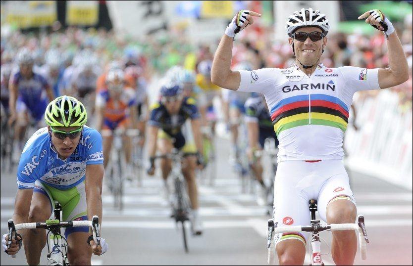 ENDELIG SEIER: Thor Hushovd bekreftet at han er i den formen han lovet at han er i, da han vant sin første seier for året på den fjerde etappen av Sveits rundt. Her spurtslår han Peter Sagan (t.v.). Foto: Ap