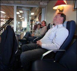 FLYSTOL: Hans Martin Eriksen reiser til Strømstad med Bohus et par ganger i måneden, og pleier som regel å sette seg i flystolavdelingen. Foto: