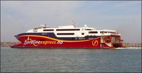 FJORD CAT: Fjordline Express på vei ut av Hitshals havn. Foto: Mona Langset