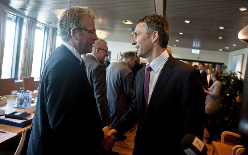REFSER JENS: Ordførere i Lofoten raser mot statsminister Jens Stoltenberg, som nå avblåser kampen om oljeutvinning i Lofoten. Vågan-ordfører Hugo Bjørnstad spår at debatten i Ap vil fortsette. Foto: Scanpix