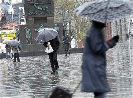 VÅTT: Bergen er kjent for mye regn. Dette bildet er fra sentrum av byen høsten 2010. Foto: Hallgeir Vågenes