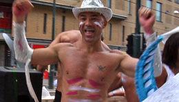 PARTY: Det manglet ikke på kostymer under dagens homoparade i Oslo. Foto: Mathias Jørgensen/VG