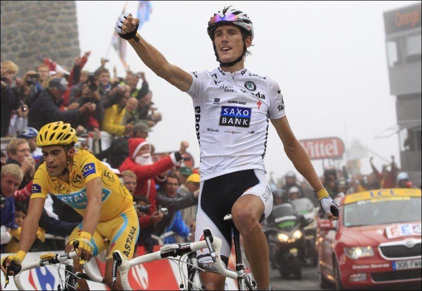 SLANKER BORT TO KILO: Andy Schleck (t.h.), her under fjorårets Tour de France, vil ned på 67 kilo før årets ritt. Det starter kommende lørdag i Vendée-området, vest i Frankrike. Foto: AP