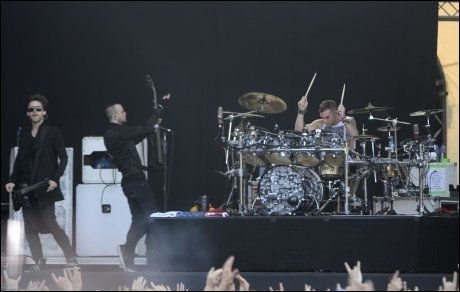 BRØDE ROCKET: Jared Leto (venstre) og Shannon Leto (trommer) i bandet 30 Seconds to Mars spilte på Hovefestivalen tirsdag. Foto: Scanpix
