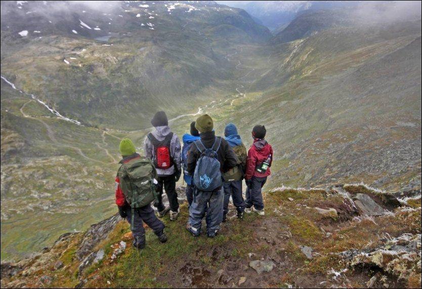 TIL TOPPS: Fannaråken i Jotunheimen er et populært mål både for nordmenn og utenlandske turister på besøk i landet. Stadig flere nasjonaliteter besøker Jotunheimen. Foto: DNT.