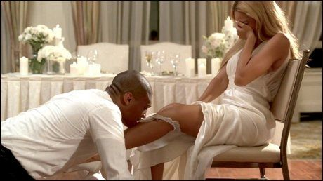 IKKE EKTEMANNEN: Navnet på «brudgommen», som får boltre seg med Beyonce i videoen, er så langt ikke offentliggjort. Foto: WENN