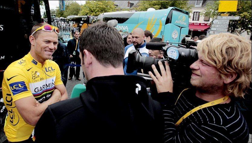 HYLLES: Thor Hushovd hylles av store deler av sykkelverden etter at han lørdag forsvarte den gule ledertrøyen i Tour de France. Foto: Stian Lysberg Solum, Scanpix