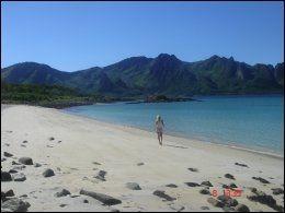 VESTERÅLEN: Denne delen av landet kan by på både fjell og hav - og strender. Foto: PRIVAT.
