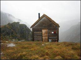 KIELLANDBU: Dette er en DNT-hytte med fantastisk utsikt og stort potensial for svermeri. Foto: PRIVAT.