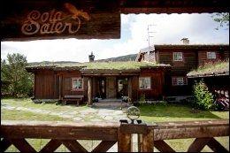 SOTA SÆTER: Historisk og bekvemt er det på denne DNT-hytta. Her velger mange å bo noen dager fast og komme til dekket bord. Foto: STIAN LYSBERG SOLUM.
