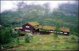 TROLSK: Skogadalsbøen ligger langt inne i Jotunheimen, og turen inn tar rundt fem timer. Foto: DNT.