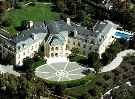 KJØPTE PALASS I CALI: Petra vakte oppsikt i USA da hun kjøpte avdøde Aaron Spellings hjem i Holmby Hills, Los Angeles tidligere i år - for deltidsbruk. Foto: Scanpix