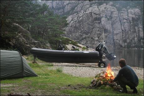 NYE MULIGHETER: Med amfibie-RIB-en kjørte vi også inn Lysefjorden, og campet i Dørvika. Foto: Jørn Finsrud/Båtliv