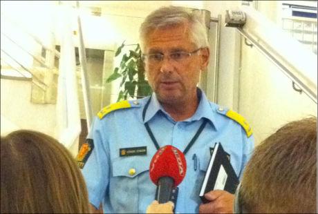 PRESSEKONFERANSE: Politiet holdt pressekonferanse hver time etter terroranslaget fredag kveld. Foto: EVA THERESE GRØTTUM