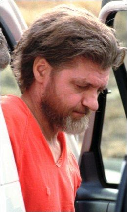 TERRORISERTE I 20 ÅR: Ted Kaczynski, også kalt Una-bomberen, drepte tre mennsker og skadet ytterligere 23 med sine 16 bomber han sendte til universiteter og flyselskaper. Bildet er fra 1996. Foto: AP