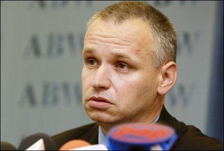 SJEKKET SAKEN: Nestleder for den polske innenriksetterretningen, Paul Bialek, sier råvarene Breivik kjøpte i Polen ikke er ulovlige. Foto: Reuters