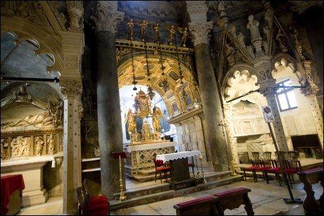 GJENBRUK: Diokletians mausoleum har senere blitt gjort om til katedralen Sv. Duje. Foto: TERJE BRINGEDAL / VG