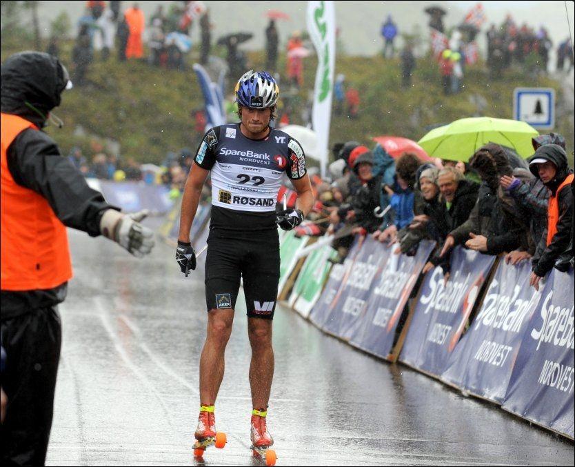 BARNESKIRENN: Petter Northug trillet enkelt inn til seier i rulleski-VM. At han og broren Tomas brukte rulleskiene på autobahn, er likevel det som har fått mest oppmerksomhet denne uka. Foto: Scanpix