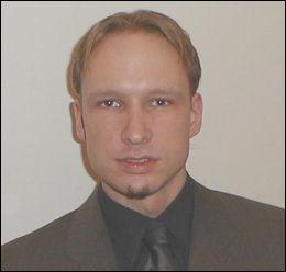 PÅ FpU-FORUMET: Anders Behring Breivik la ut dette bildet av seg selv på FpUs forum i 2002. Foto: PRIVAT