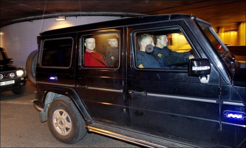 Breivik vil fremstilles i kjole og hvitt - Terrorangrepet ...