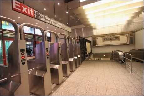TOMT: T-banesystemet i New York er stengt, og storbyen er nærmest folketom. Foto: AFP