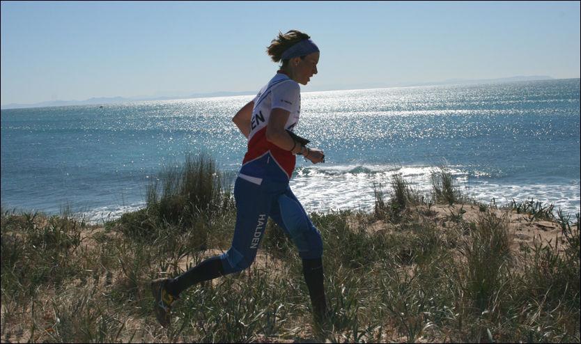 I SJETTE MÅNED: Anne Margrethe Hausken dro to turer til Spania i sjette måned av svangerskapet, den ene av dem en treningssamling med Halden SK. Foto: Anne Lofthus, Lillehammer OK