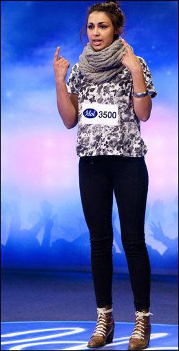 I ILDEN: Shadi (18) trosser nervene og synger foran «Idol»-juryen i Trondheim. Foto: TV 2