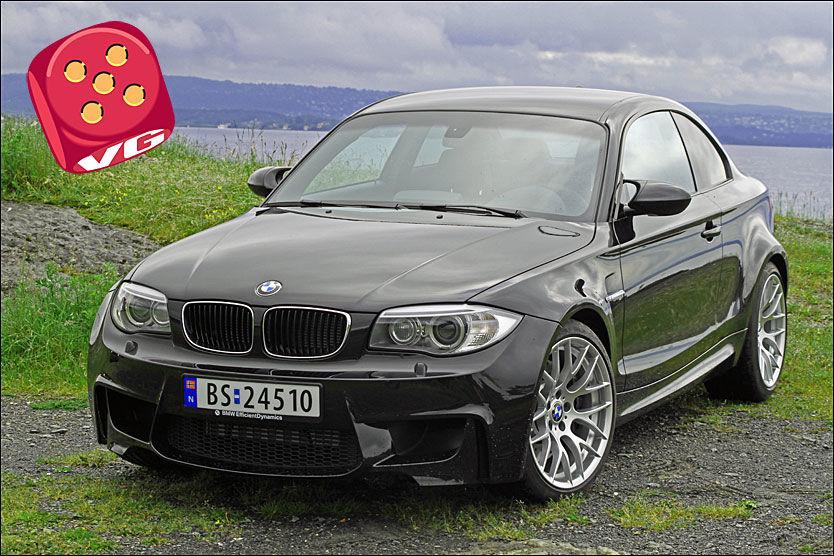 LUBBEN: Mens BMW vanlige kupevariant av 1-serie kan se litt puslete ut, svulmer 1M ut i alle retninger. Bak er det fire fete eksosrør. Foto: Øystein Larsen-Vonstett