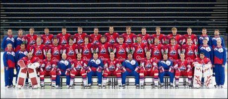 HOCKEYLAG I ULYKKE: Dette lagbildet av hockeylaget Lokomotiv Jaroslav ble tatt 21. august. Foto: AFP