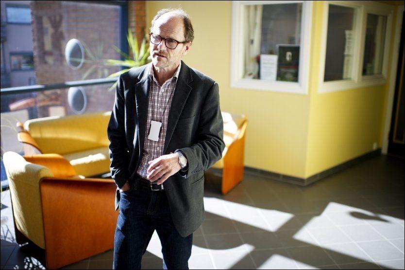 ETTERFORSKER: Politiførstebetjent Sigmund Andersen sier at flere kan bli siktet for medvirkning til voldtekt. Foto: Ole Martin Grav