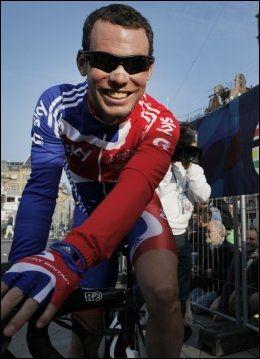 VERDENSMESTER: Mark Cavendish kan glise etter å ha kapret regnbuetrøya som viser at han er verdensmester. Foto: Ap