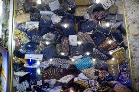 LASS MED CHANEL: Mange jenter drømmer om en Chanel-veske, kjøper du brukt får du den vesentlig billigere. Foto: GØRAN BOHLIN