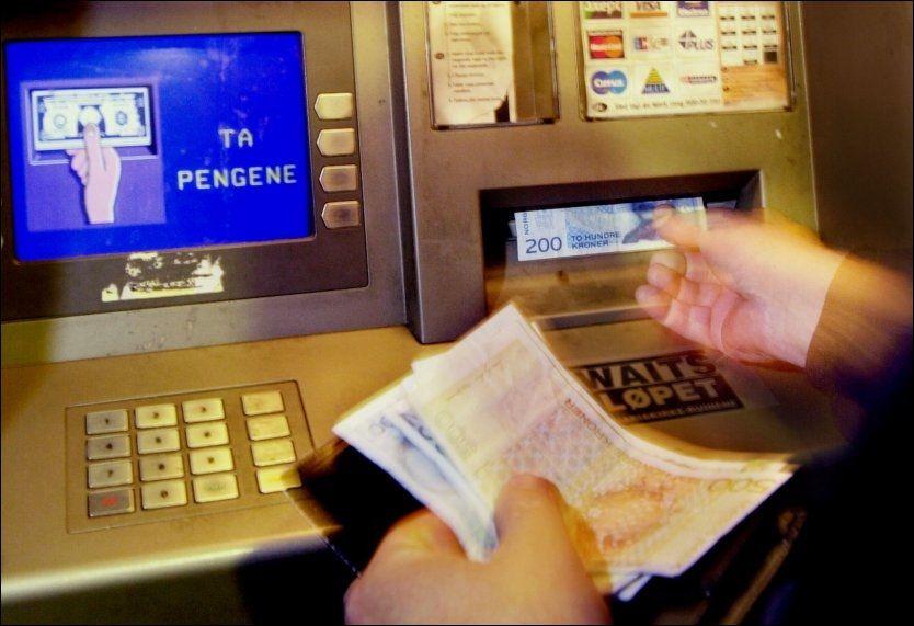 Nå kan det blir dyrere å ta ut penger i minibanken