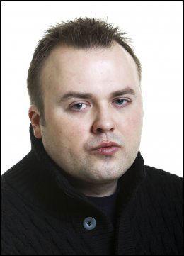 ET FYSISK OBJEKT: Thomas Talseth, VGs musikkanmelder, mener det er viktig å også ha musikk i håndfast format. FOTO: Frode Hansen/VG